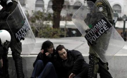 """El nuevo ministro de Interior del gobierno de Syriza y la """"obediencia debida"""" de la Policía"""