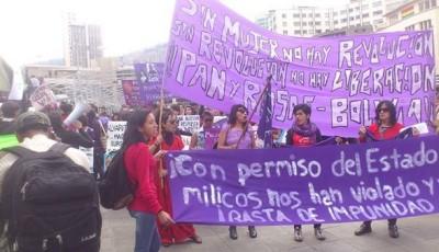 Protesta de organizaciones feministas y socialistas