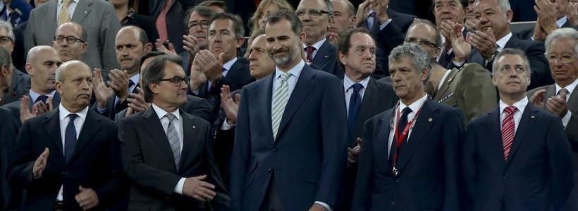 Monumental pitada al himno español de los aficionados del Barça y Athletic de Bilbao