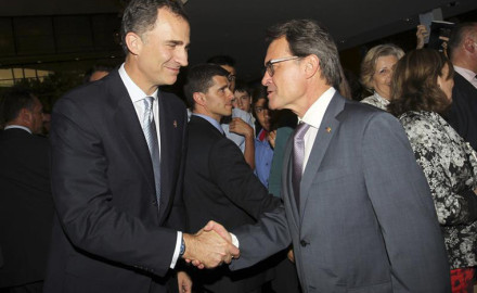 Felipe VI se pone a la cabeza de la reacción españolista contra el 27S