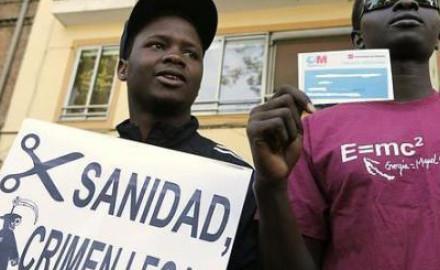 Los nuevos gobiernos autonómicos mantienen restricciones para el acceso a la sanidad universal