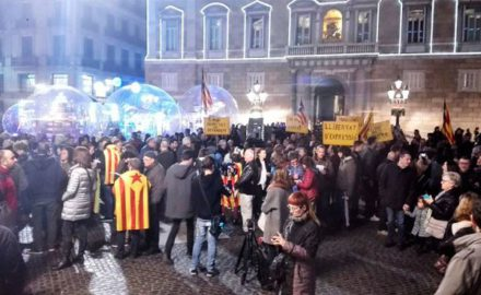 La ofensiva españolista no cesa ni en Navidad: detenido un concejal de la CUP